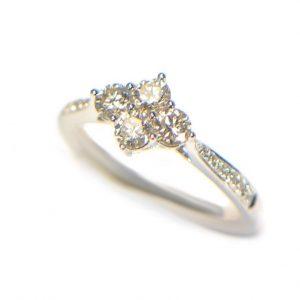 Diamantring Weissgold 18K modern 5 1