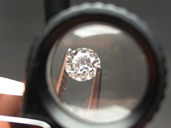 Diamant unter der Lupe